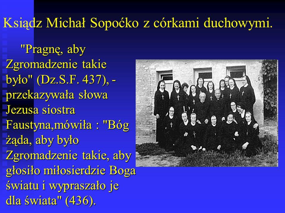 Ksiądz Michał Sopoćko z córkami duchowymi.