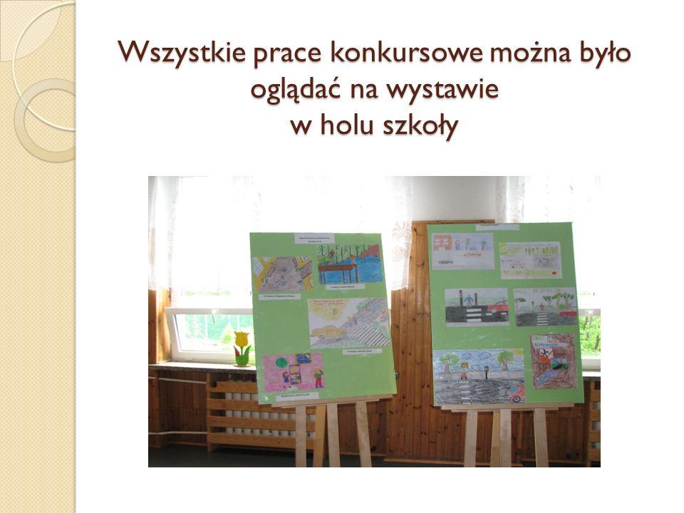 Wszystkie prace konkursowe można było oglądać na wystawie w holu szkoły