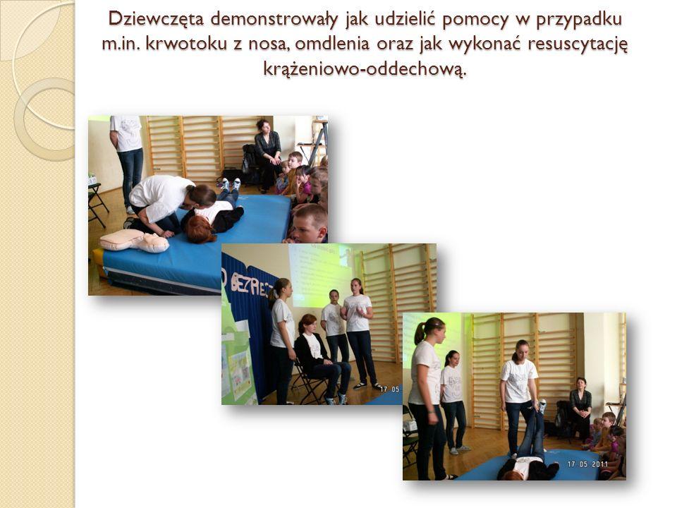 Dziewczęta demonstrowały jak udzielić pomocy w przypadku m. in