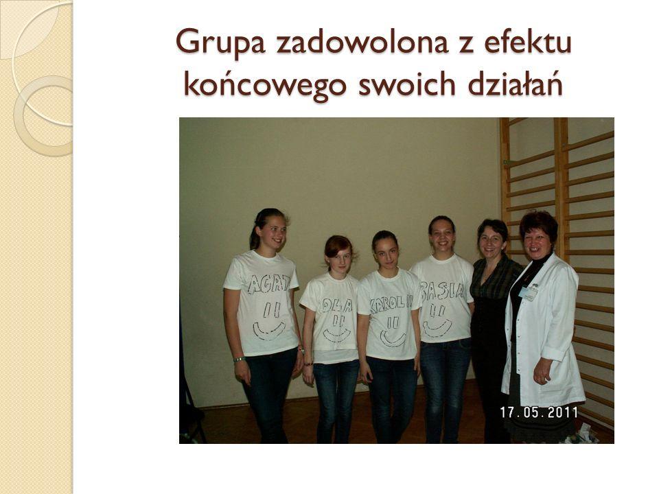 Grupa zadowolona z efektu końcowego swoich działań