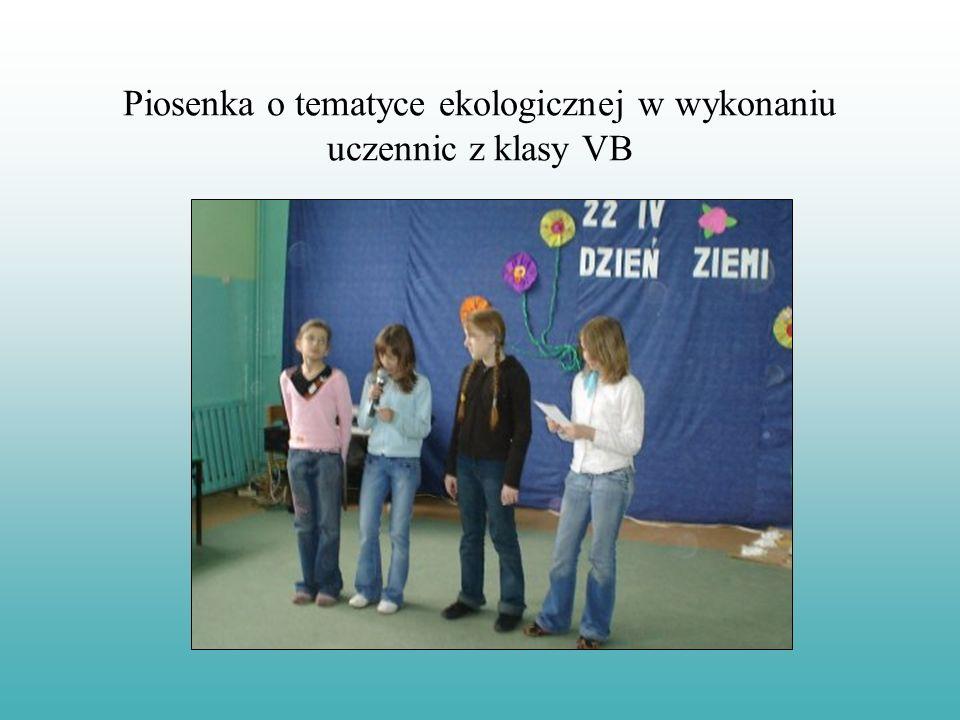 Piosenka o tematyce ekologicznej w wykonaniu uczennic z klasy VB