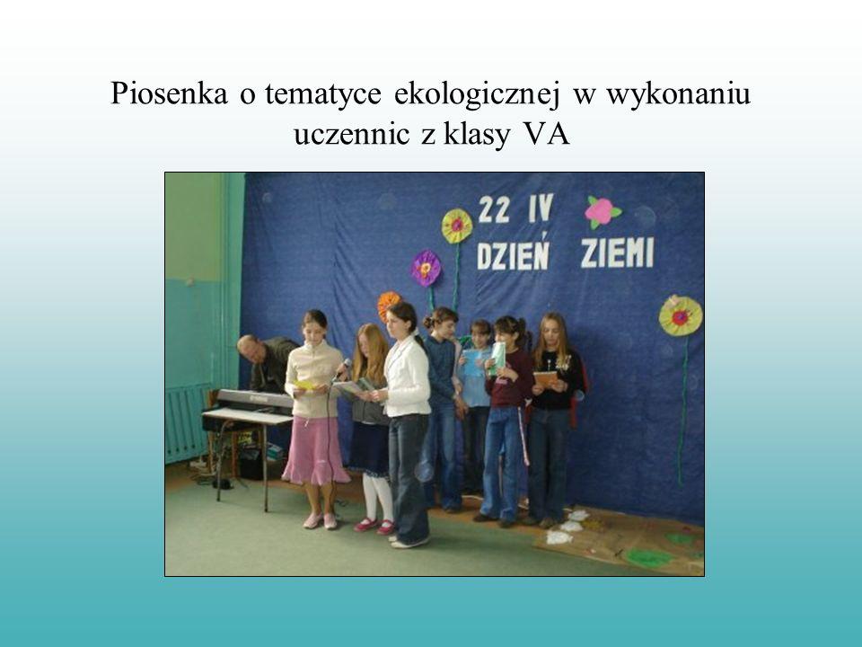 Piosenka o tematyce ekologicznej w wykonaniu uczennic z klasy VA