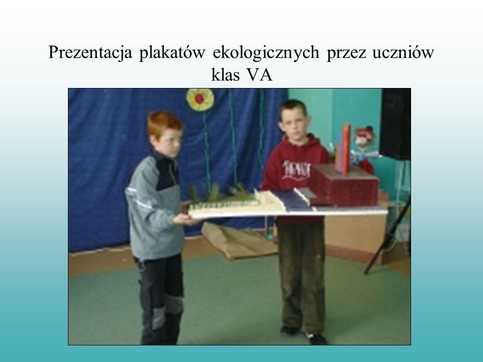Prezentacja plakatów ekologicznych przez uczniów klas VA