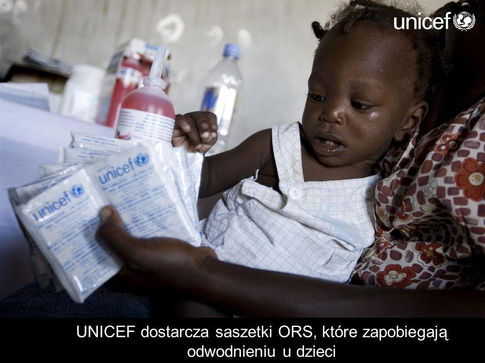 UNICEF dostarcza saszetki ORS, które zapobiegają odwodnieniu u dzieci