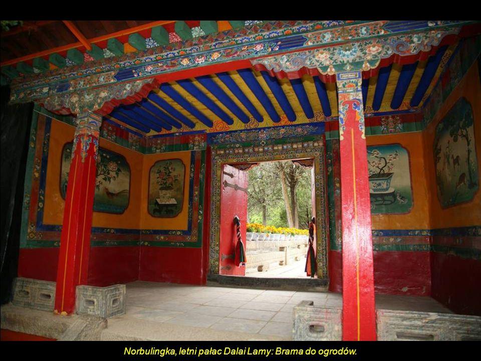 Norbulingka, letni pałac Dalai Lamy: Brama do ogrodów.