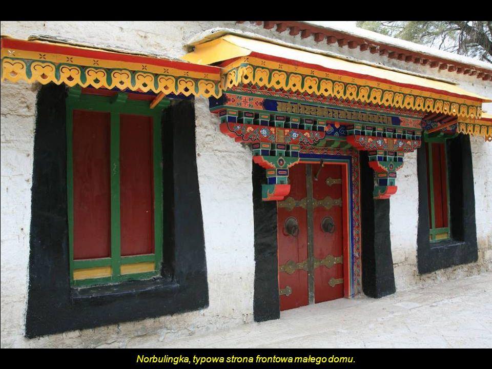 Norbulingka, typowa strona frontowa małego domu.