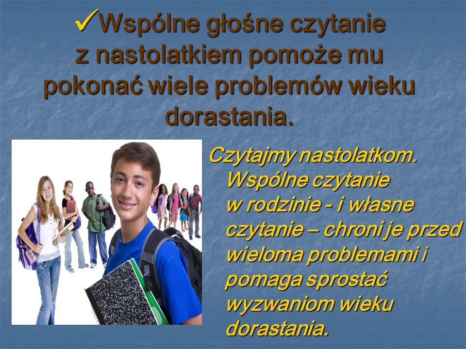 Wspólne głośne czytanie z nastolatkiem pomoże mu pokonać wiele problemów wieku dorastania.