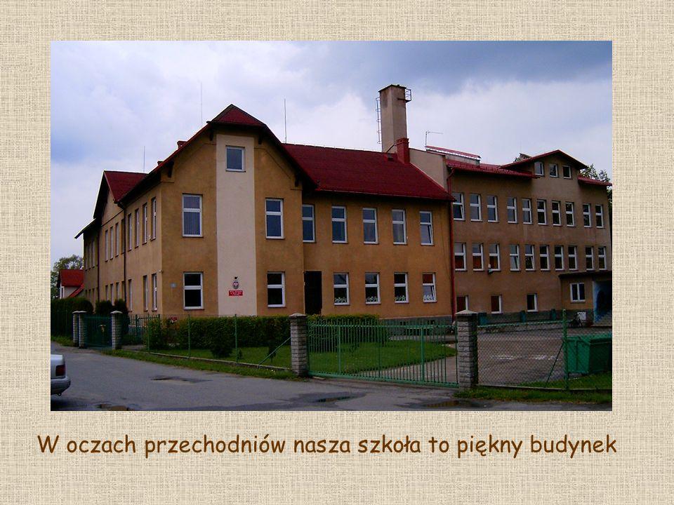 W oczach przechodniów nasza szkoła to piękny budynek