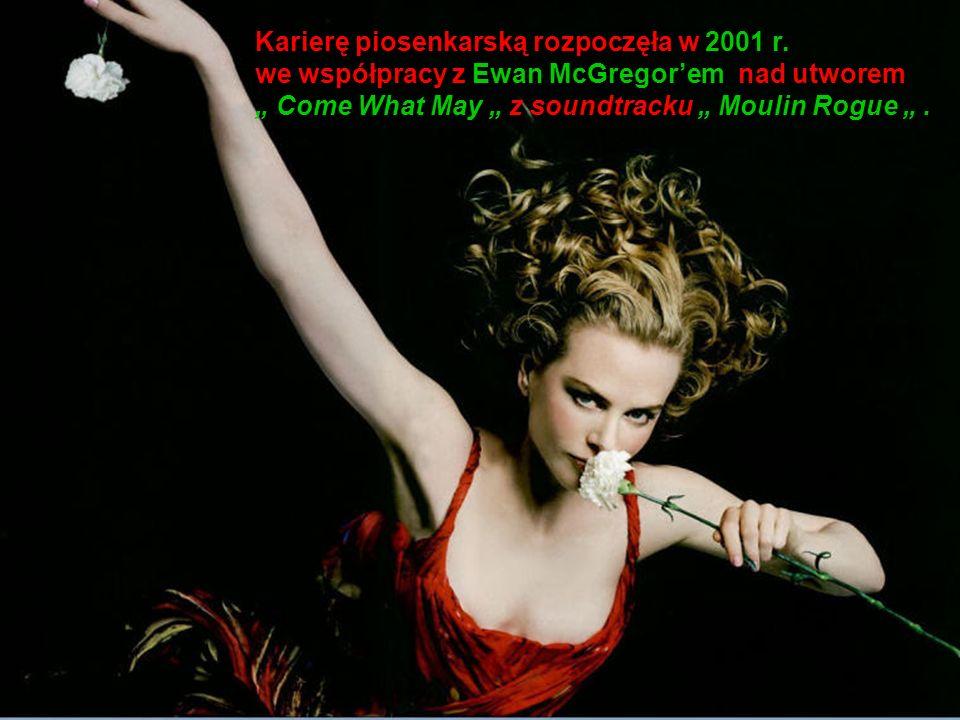 Karierę piosenkarską rozpoczęła w 2001 r.