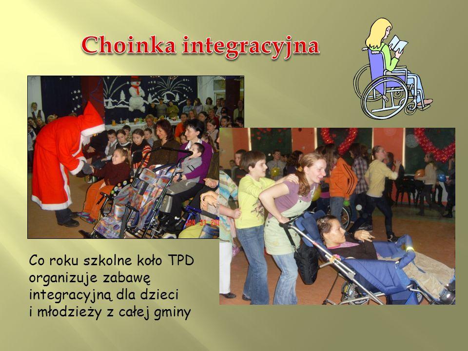 Choinka integracyjna Co roku szkolne koło TPD organizuje zabawę integracyjną dla dzieci i młodzieży z całej gminy.