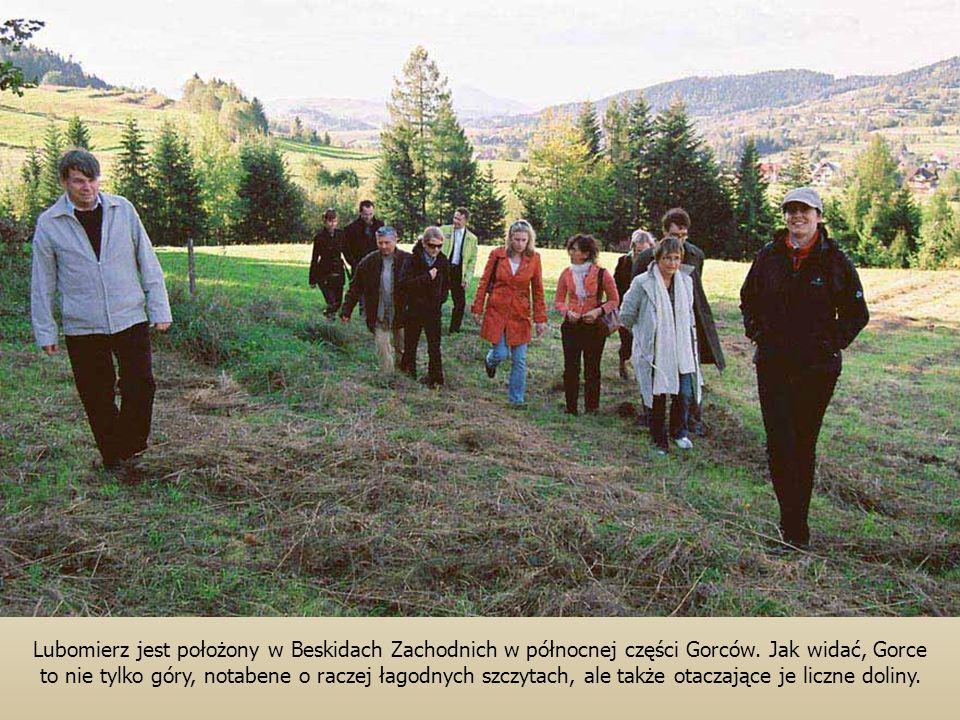 Lubomierz jest położony w Beskidach Zachodnich w północnej części Gorców. Jak widać, Gorce