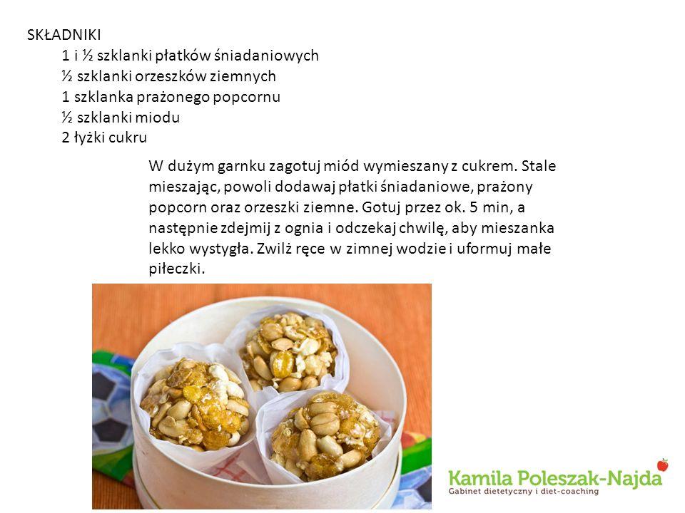 SKŁADNIKI 1 i ½ szklanki płatków śniadaniowych. ½ szklanki orzeszków ziemnych. 1 szklanka prażonego popcornu.