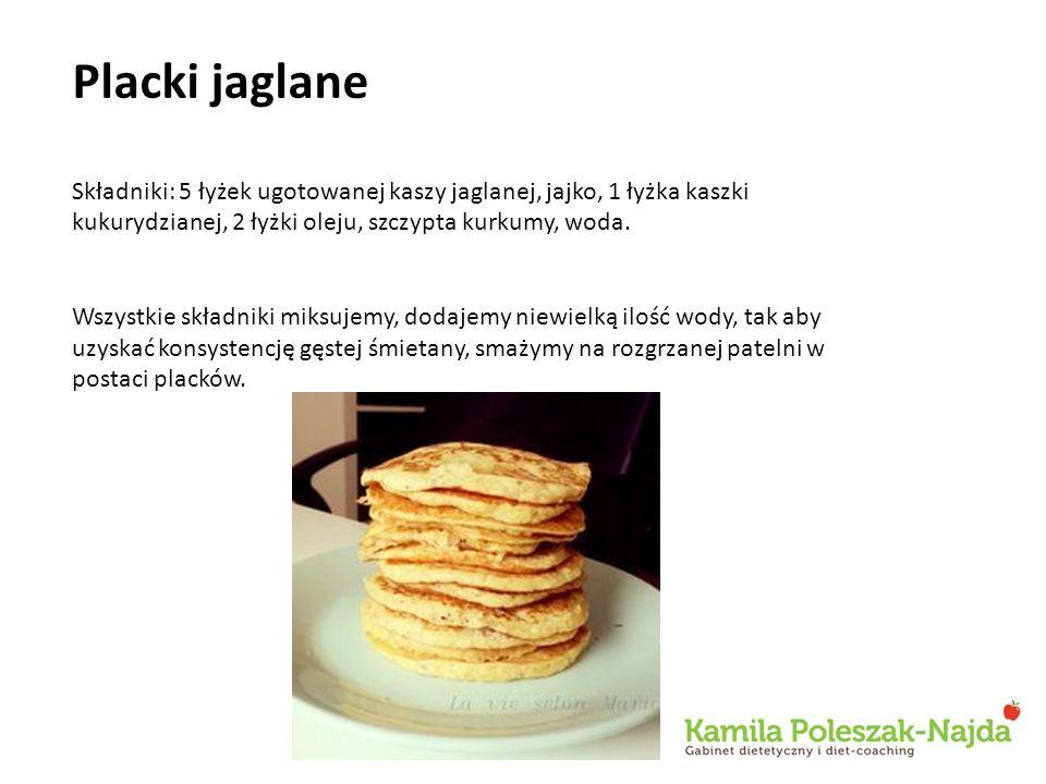Placki jaglane Składniki: 5 łyżek ugotowanej kaszy jaglanej, jajko, 1 łyżka kaszki kukurydzianej, 2 łyżki oleju, szczypta kurkumy, woda.
