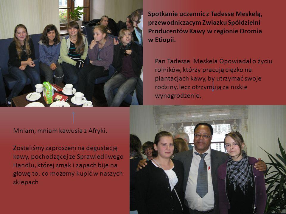 Spotkanie uczennic z Tadesse Meskelą, przewodniczacym Zwiazku Spóldzielni Producentów Kawy w regionie Oromia w Etiopii.