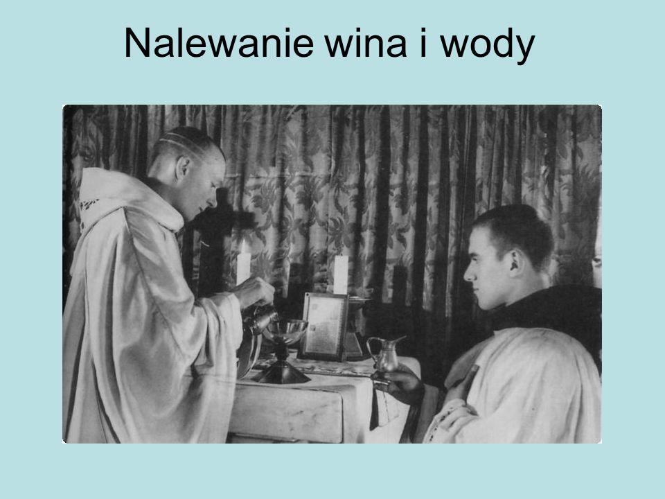 Nalewanie wina i wody