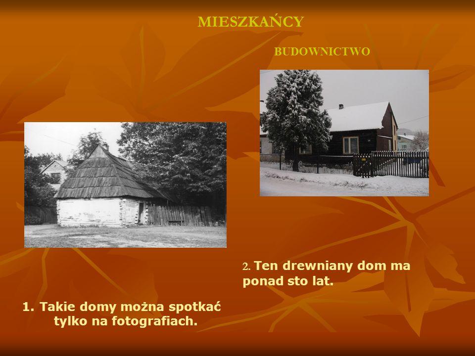 MIESZKAŃCY BUDOWNICTWO 2. Ten drewniany dom ma ponad sto lat.
