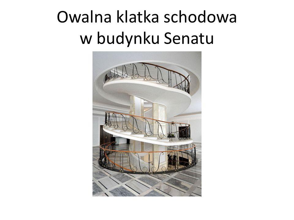 Owalna klatka schodowa w budynku Senatu
