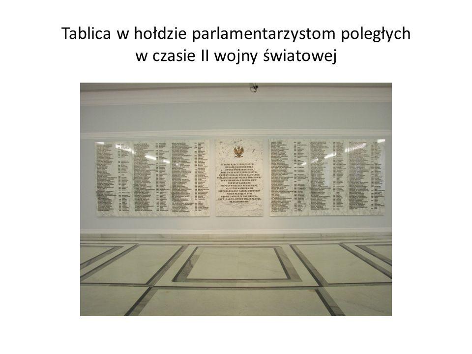 Tablica w hołdzie parlamentarzystom poległych w czasie II wojny światowej