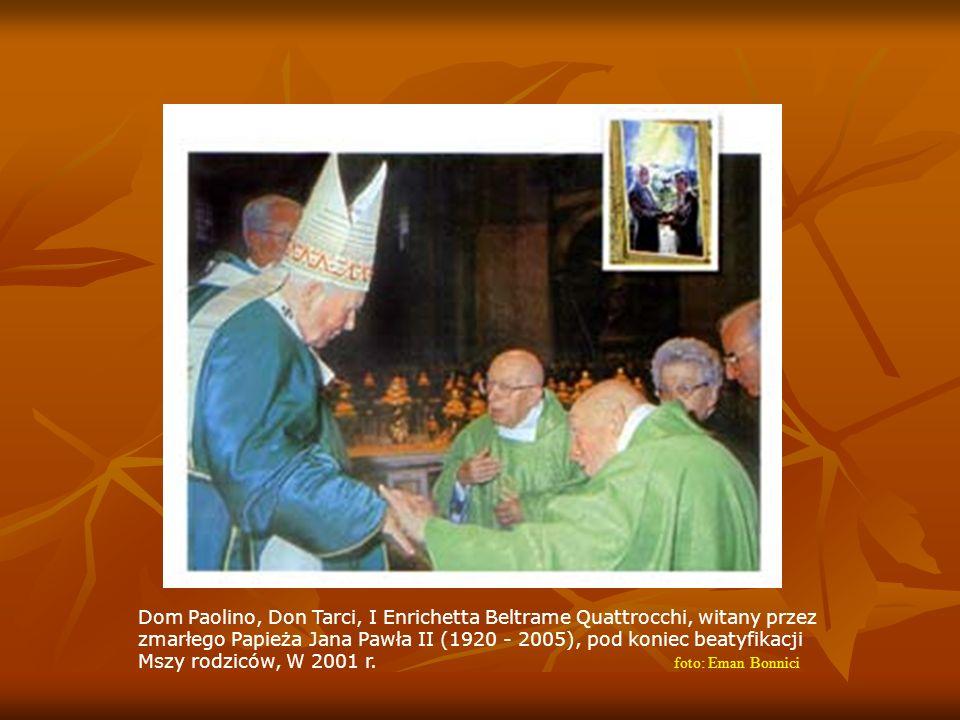 Dom Paolino, Don Tarci, I Enrichetta Beltrame Quattrocchi, witany przez zmarłego Papieża Jana Pawła II (1920 - 2005), pod koniec beatyfikacji Mszy rodziców, W 2001 r.