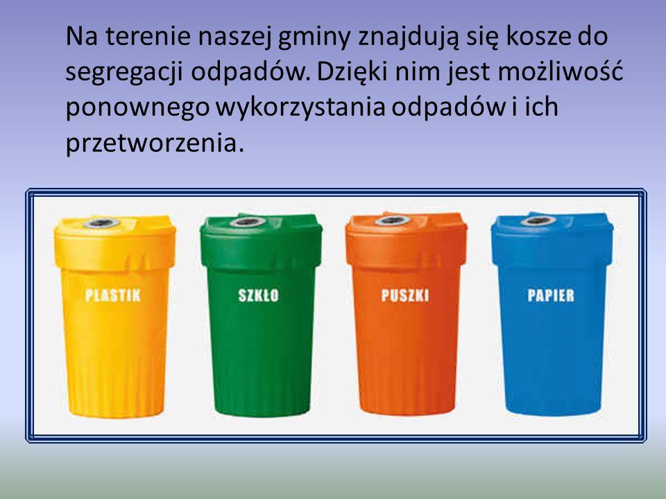 Na terenie naszej gminy znajdują się kosze do segregacji odpadów