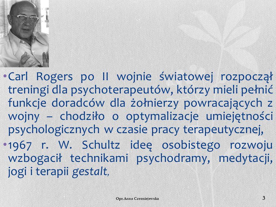 Carl Rogers po II wojnie światowej rozpoczął treningi dla psychoterapeutów, którzy mieli pełnić funkcje doradców dla żołnierzy powracających z wojny – chodziło o optymalizacje umiejętności psychologicznych w czasie pracy terapeutycznej,
