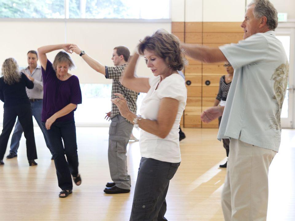 Taniec jako uniwersalna forma ruchu towarzyszy człowiekowi od początku jego dziejów.