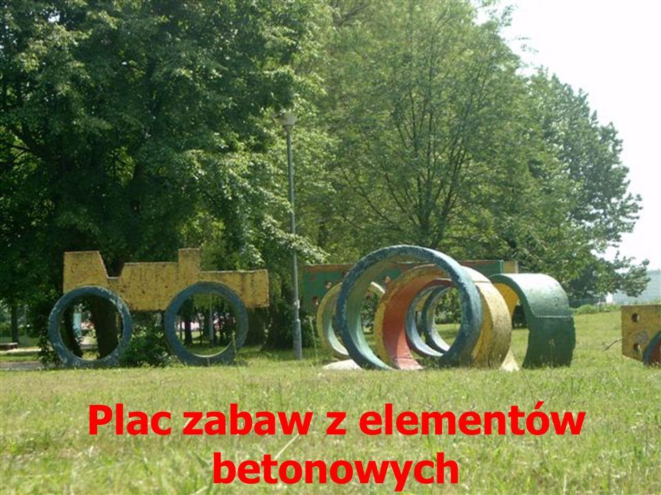 Plac zabaw z elementów betonowych