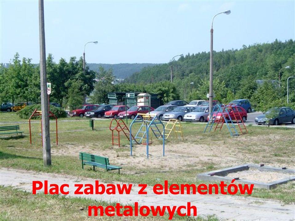 Plac zabaw z elementów metalowych