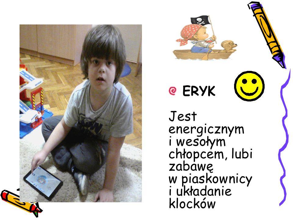 ERYK Jest energicznym i wesołym chłopcem, lubi zabawę w piaskownicy i układanie klocków.