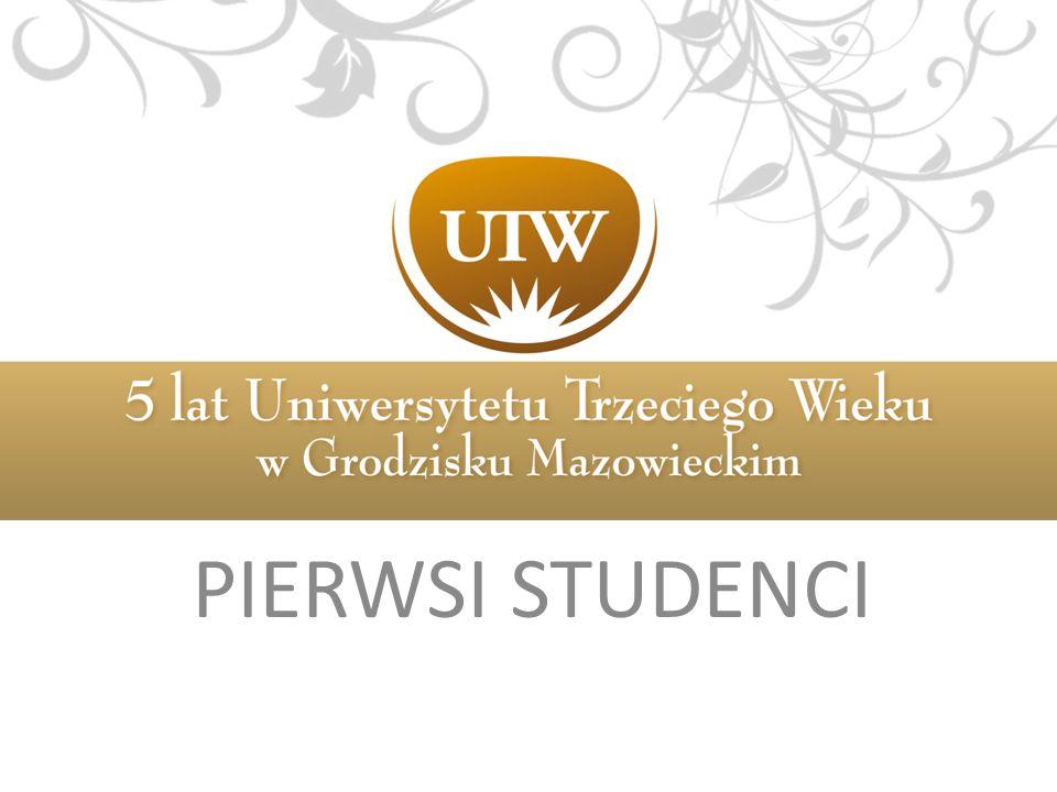 PIERWSI STUDENCI