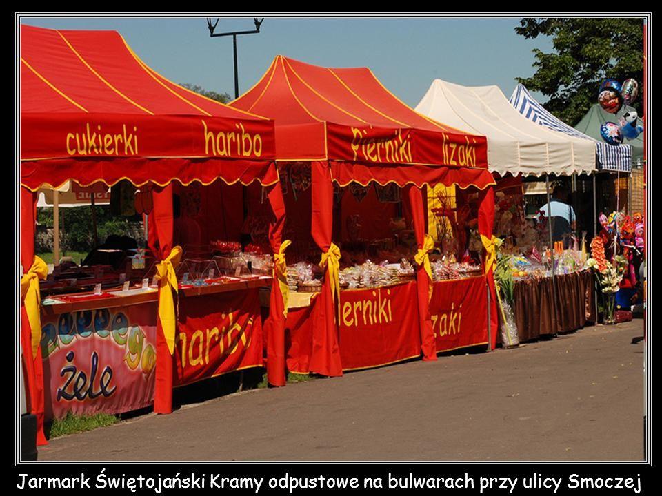 Jarmark Świętojański Kramy odpustowe na bulwarach przy ulicy Smoczej