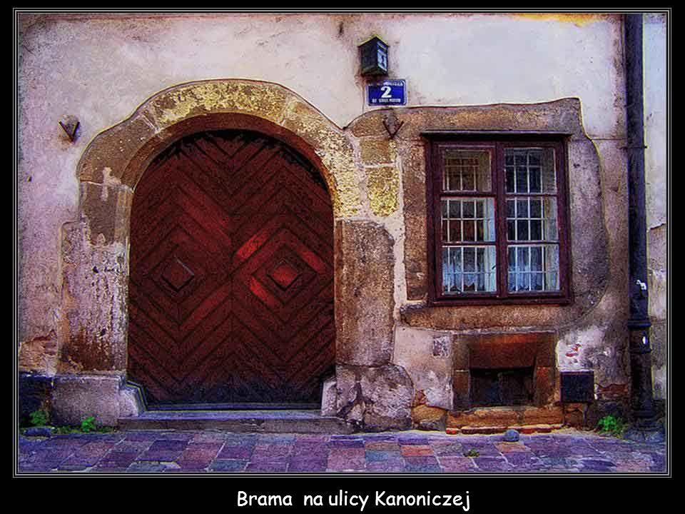 Brama na ulicy Kanoniczej