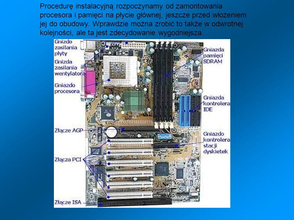 Procedurę instalacyjną rozpoczynamy od zamontowania procesora i pamięci na płycie głównej, jeszcze przed włożeniem jej do obudowy.