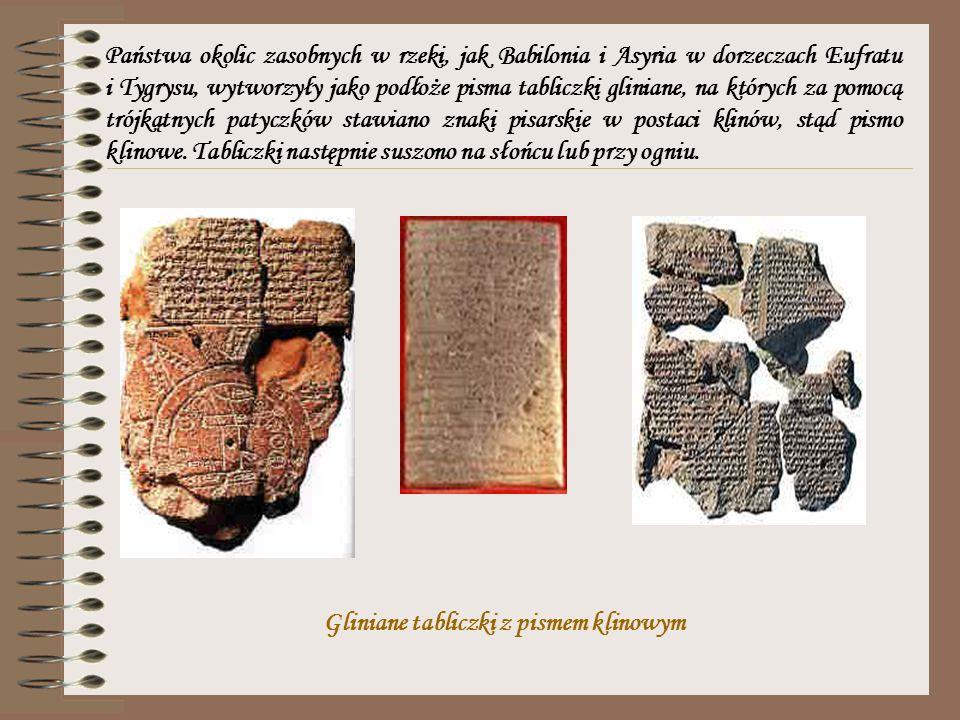 Państwa okolic zasobnych w rzeki, jak Babilonia i Asyria w dorzeczach Eufratu i Tygrysu, wytworzyły jako podłoże pisma tabliczki gliniane, na których za pomocą trójkątnych patyczków stawiano znaki pisarskie w postaci klinów, stąd pismo klinowe. Tabliczki następnie suszono na słońcu lub przy ogniu.
