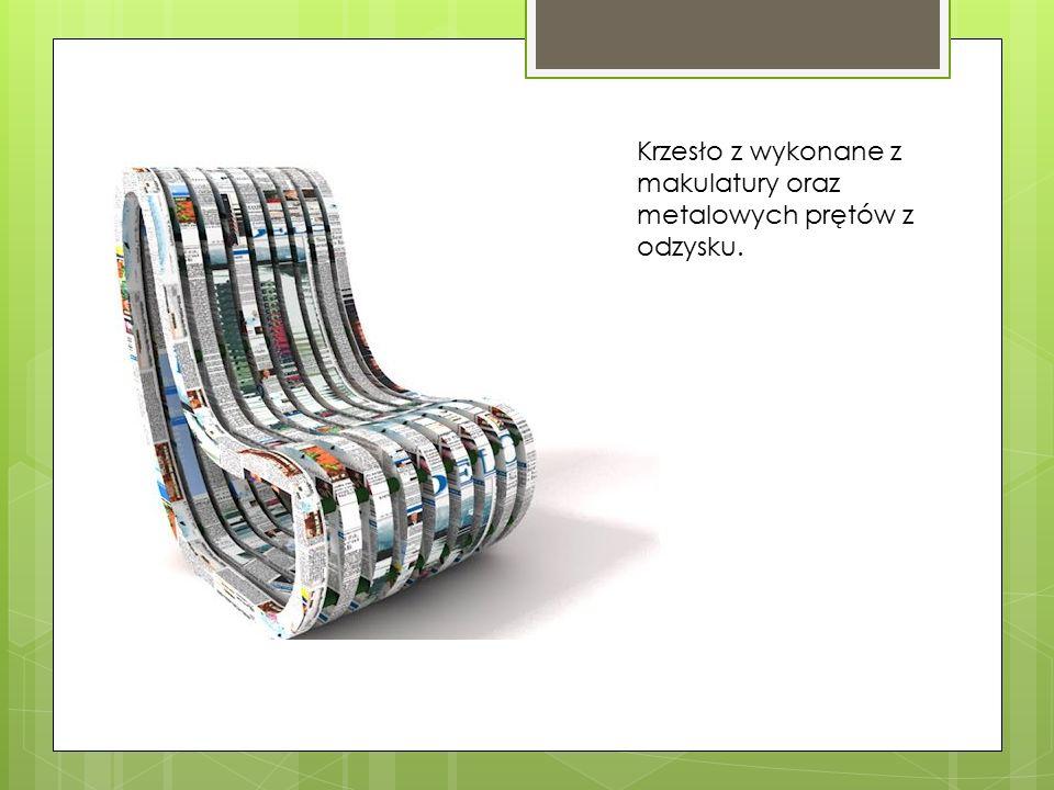 Krzesło z wykonane z makulatury oraz metalowych prętów z odzysku.