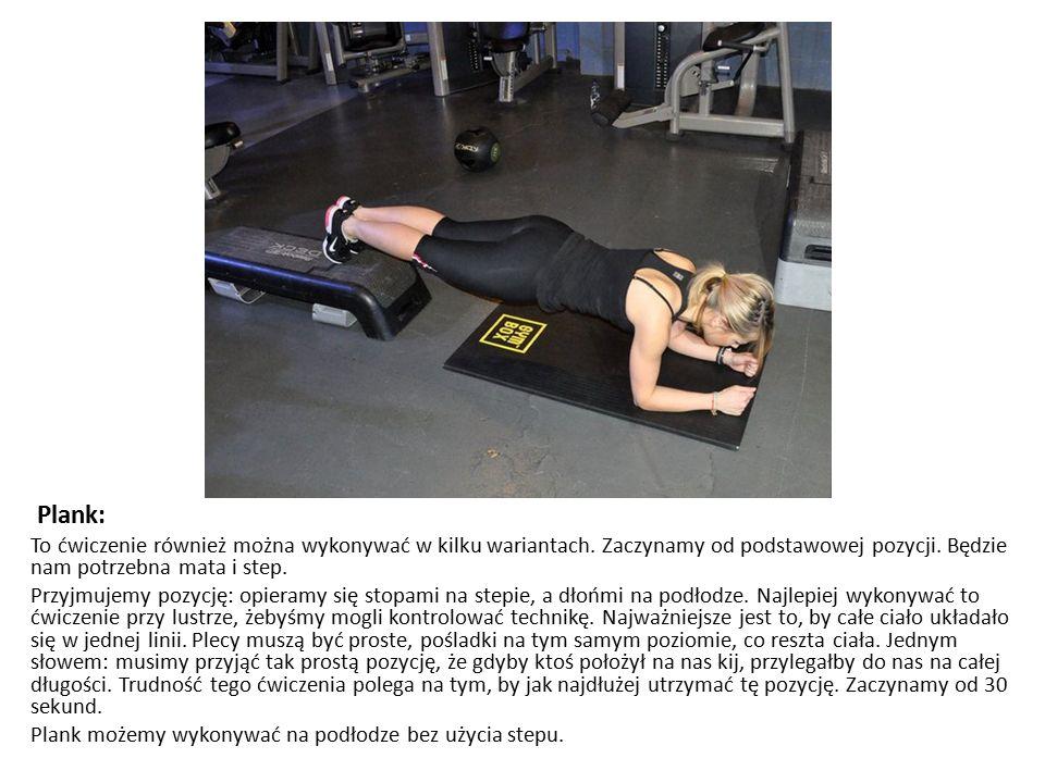 Plank: To ćwiczenie również można wykonywać w kilku wariantach. Zaczynamy od podstawowej pozycji. Będzie nam potrzebna mata i step.