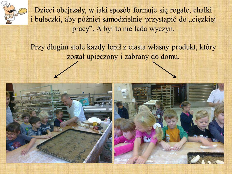 """Dzieci obejrzały, w jaki sposób formuje się rogale, chałki i bułeczki, aby później samodzielnie przystąpić do """"ciężkiej pracy ."""