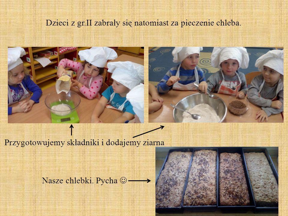 Dzieci z gr.II zabrały się natomiast za pieczenie chleba.