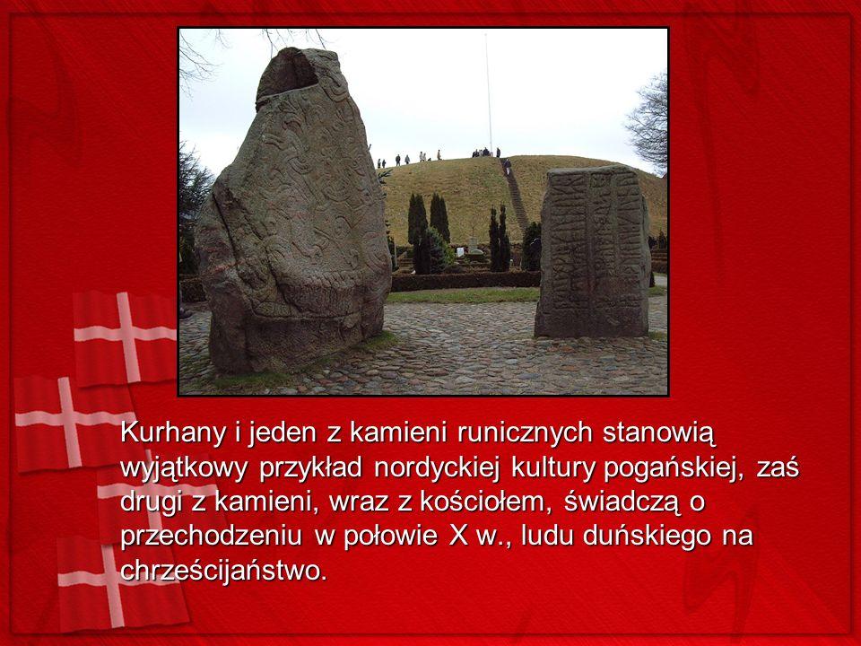 Kurhany i jeden z kamieni runicznych stanowią wyjątkowy przykład nordyckiej kultury pogańskiej, zaś drugi z kamieni, wraz z kościołem, świadczą o przechodzeniu w połowie X w., ludu duńskiego na chrześcijaństwo.