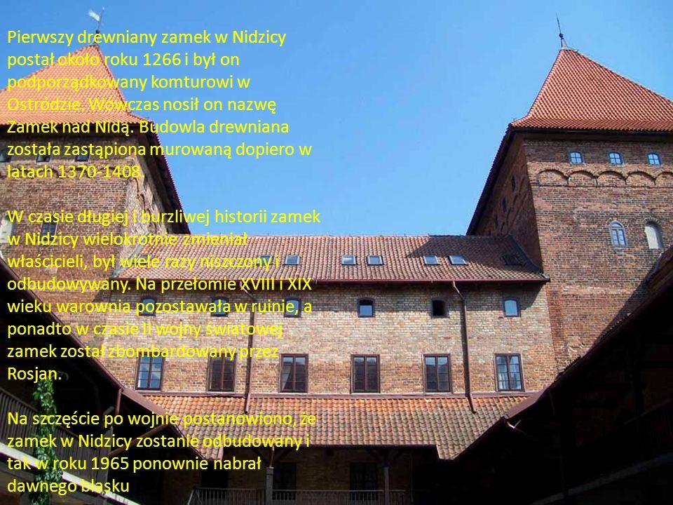 Pierwszy drewniany zamek w Nidzicy postał około roku 1266 i był on podporządkowany komturowi w Ostródzie. Wówczas nosił on nazwę Zamek nad Nidą. Budowla drewniana została zastąpiona murowaną dopiero w latach 1370-1408.