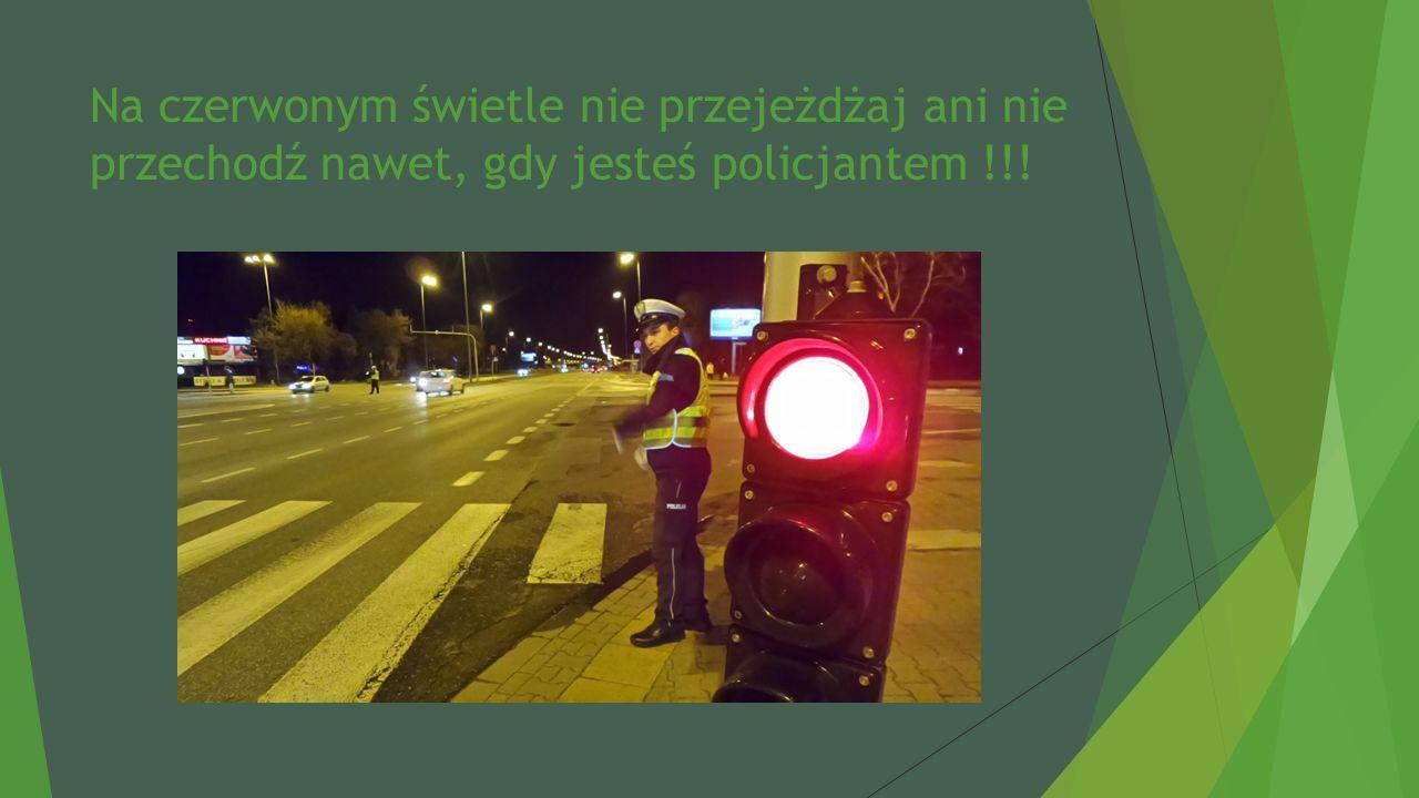 Na czerwonym świetle nie przejeżdżaj ani nie przechodź nawet, gdy jesteś policjantem !!!