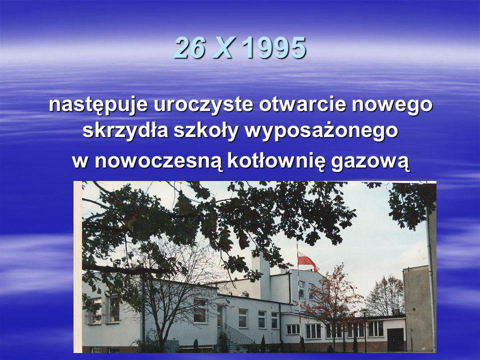 26 X 1995 następuje uroczyste otwarcie nowego skrzydła szkoły wyposażonego.