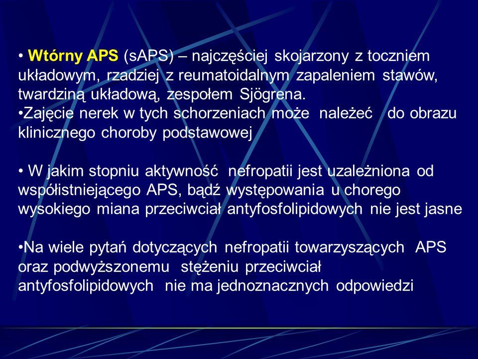 Wtórny APS (sAPS) – najczęściej skojarzony z toczniem układowym, rzadziej z reumatoidalnym zapaleniem stawów, twardziną układową, zespołem Sjögrena.