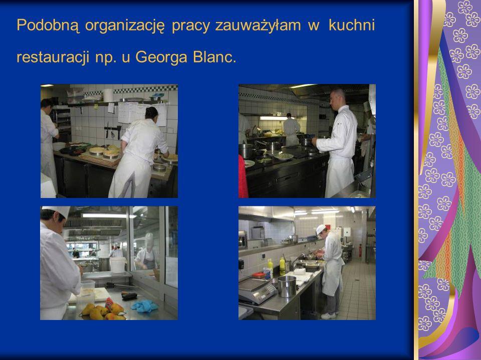 Podobną organizację pracy zauważyłam w kuchni restauracji np