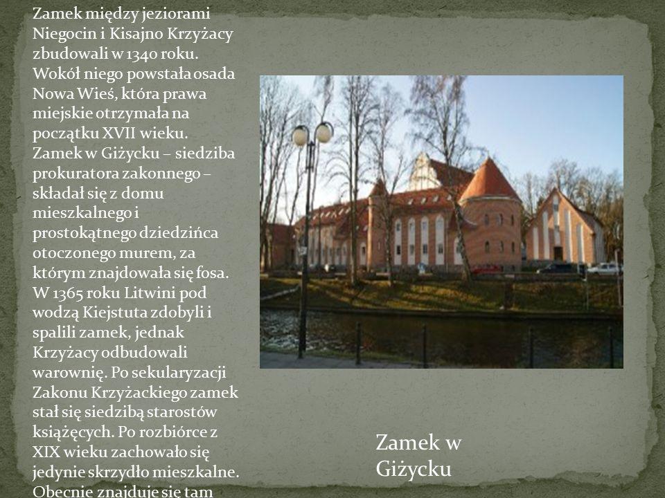 Zamek między jeziorami Niegocin i Kisajno Krzyżacy zbudowali w 1340 roku. Wokół niego powstała osada Nowa Wieś, która prawa miejskie otrzymała na początku XVII wieku.