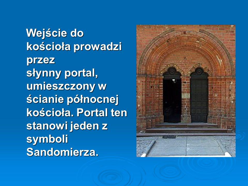 Wejście do kościoła prowadzi przez słynny portal, umieszczony w ścianie północnej kościoła.