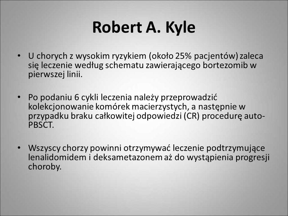 Robert A. KyleU chorych z wysokim ryzykiem (około 25% pacjentów) zaleca się leczenie według schematu zawierającego bortezomib w pierwszej linii.