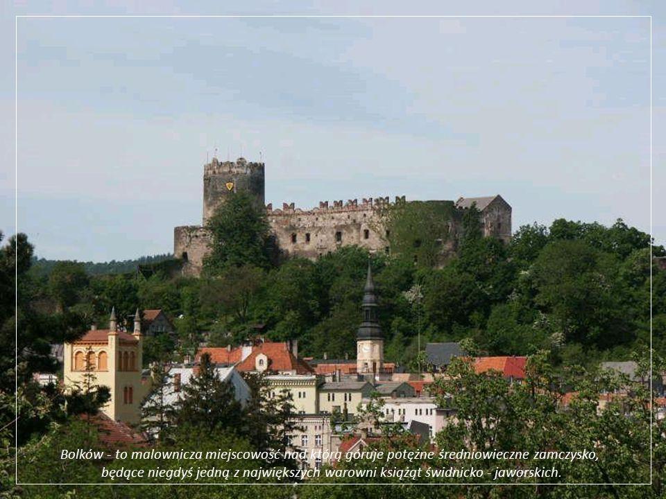 Bolków - to malownicza miejscowość nad którą góruje potężne średniowieczne zamczysko,
