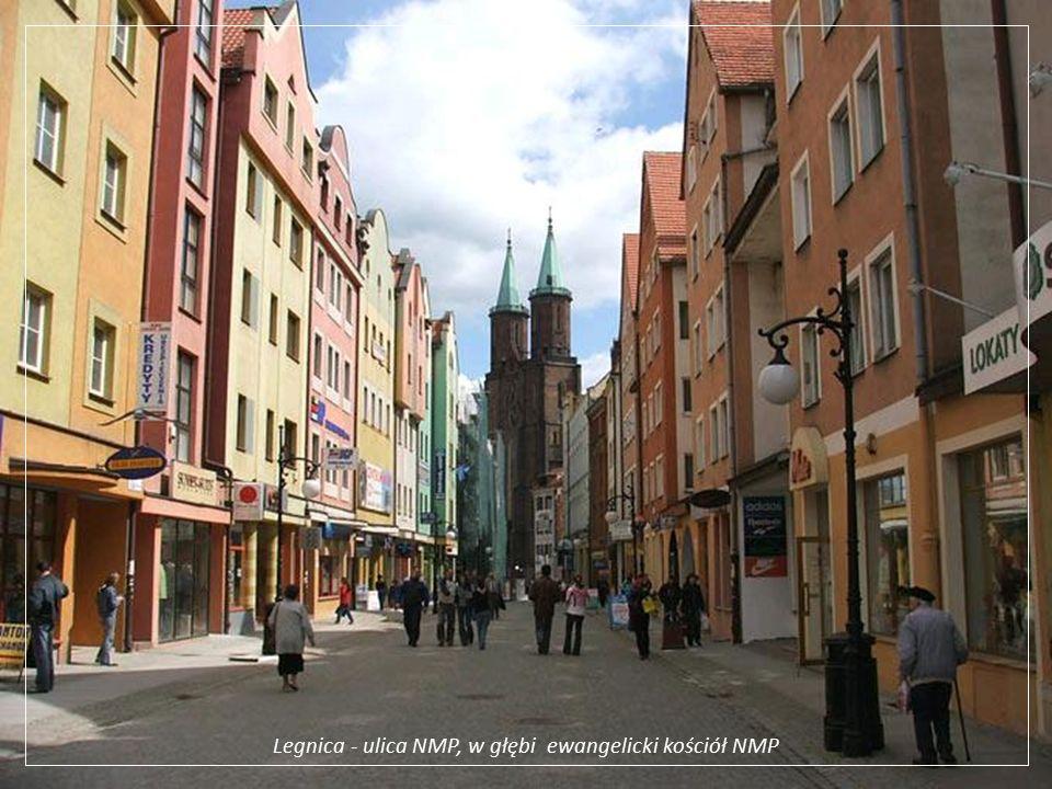 Legnica - ulica NMP, w głębi ewangelicki kościół NMP