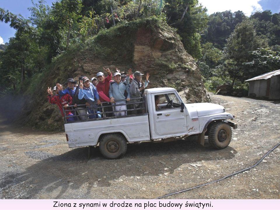 Ziona z synami w drodze na plac budowy świątyni.